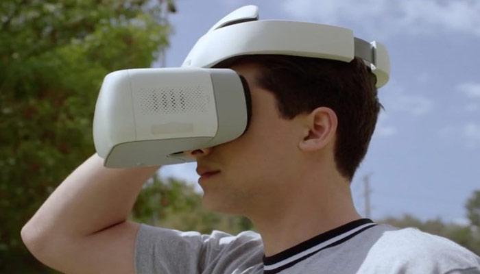 DJI-Goggles-на-мужчине