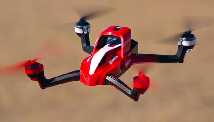 kvadrokopter traxxas aton blizko - Traxxas Aton быстрый и стремительный квадрокоптер.