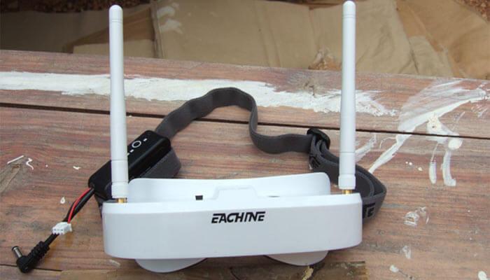 Eachine EV100 foto na stole