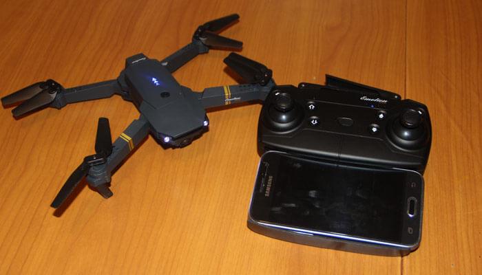Eachine E58 dron s pultom i smartfonom