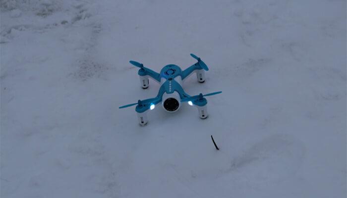 HK H150 dron na snegu