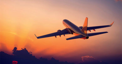 дрон и самолет