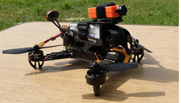 Walkera F210 na trave