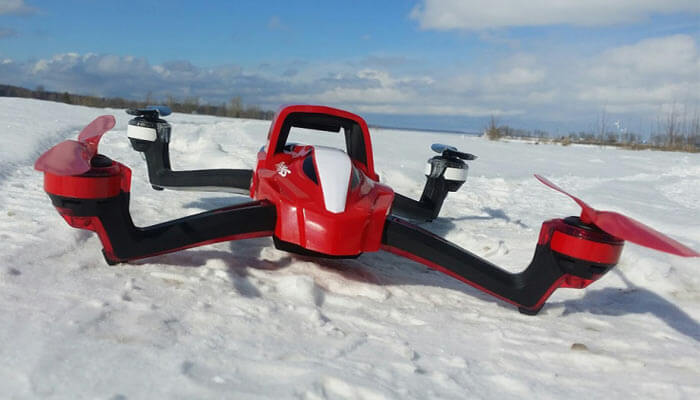 kvadrokopter traxxas aton na snegu