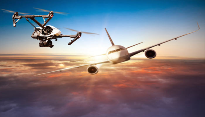 dron stolknulsya s samoletom