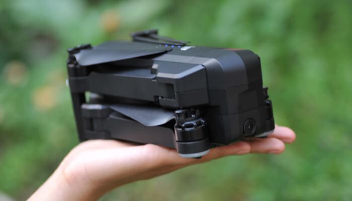 SJRC F11 Dron foto na ruke